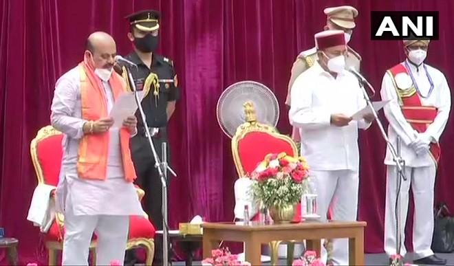 कर्नाटक के नए मुख्यमंत्री बने बसवराज बोम्मई, राज्यपाल ने दिलाई पद और गोपनीयता की शपथ