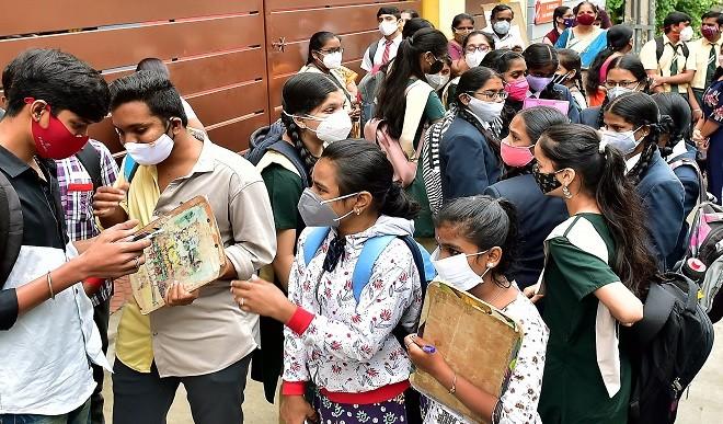उत्तर प्रदेश में जारी हुआ परीक्षा परिणाम, 10वीं में 99.55% तो 12वीं में 97.88% छात्र हुए पास