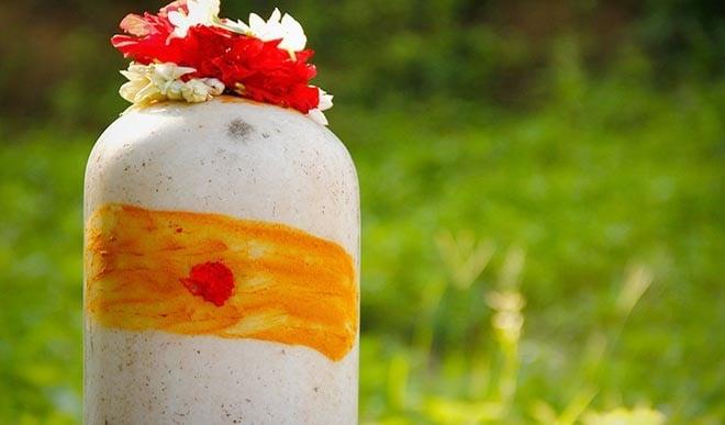 शिवलिंग पर चढ़ा हुआ प्रसाद नहीं खाना चाहिए? जानिए क्या है कारण