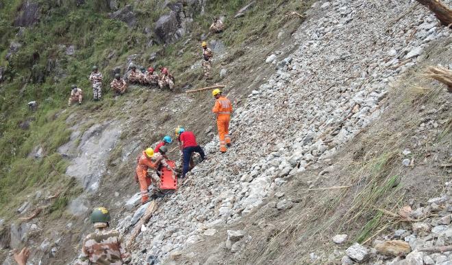 हिमाचल प्रदेश के किन्नौर में भीषण भूस्खलन! खाई में दब गयी चलती बस, 13 लोगों की मौत