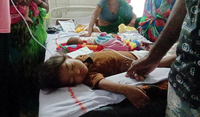 छोटे बच्चों में बढ़ रहा है वायरल बुखार का प्रकोप, जानिए क्या हो सकती है वजह