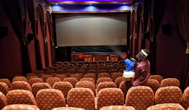 महाराष्ट्र सरकार का ऐलान, 22 अक्टूबर से फिर से खुलेंगे सिनेमा हॉल और ड्रामा थिएटर